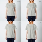 It is Tomfy here.のずんぐり〜ずの居眠り隊 T-shirtsのサイズ別着用イメージ(女性)