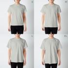 シマエナガの「ナガオくん」公式グッズ販売ページのナガオくんとシマエちゃん(白) T-shirtsのサイズ別着用イメージ(男性)
