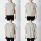 地歌箏曲グッズのお店の十三絃琴(箏)の図 T-shirtsのサイズ別着用イメージ(男性)