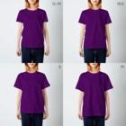 架空の銀座通り商店街のレンタル彼氏 物乞いヤングマン T-shirtsのサイズ別着用イメージ(女性)