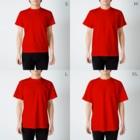 PygmyCat suzuri店のランデブーにゃん白ver T-shirtsのサイズ別着用イメージ(男性)