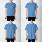 elect-lowのelect-lowロゴ入り_縦型_白抜きver T-shirtsのサイズ別着用イメージ(男性)