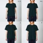 ぐずぐず夫の店の気ぃ持ち悪い七色の犀 T-shirtsのサイズ別着用イメージ(女性)