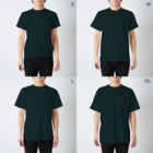 ゴシック屋↣↣ハルの嗤う彫像(両面プリント) T-shirtsのサイズ別着用イメージ(男性)