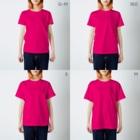 yodomiのクビキツネくん・ラッシュアワー! T-shirtsのサイズ別着用イメージ(女性)