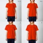 2BRO. 公式グッズストアの黒「KNEE HEAL」濃色Tシャツ T-shirtsのサイズ別着用イメージ(女性)