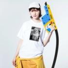 mota2の犬E=mc2 Washed T-shirtsの着用イメージ(表面)