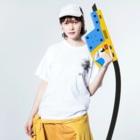 もけけ工房 SUZURI店の千坊鐘馗さま.前後バージョン Washed T-shirtsの着用イメージ(表面)