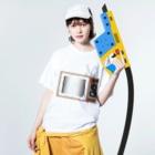 illust_designs_labのレトロでリアルなテレビのイラスト 砂嵐ノイズの画面 Washed T-shirtsの着用イメージ(表面)