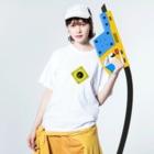 日本人の警戒標識(悪巧み) Washed T-shirtsの着用イメージ(表面)