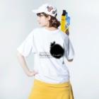 奄美の生き物応援隊のアマミノクロウサギ背面 Washed T-shirtsの着用イメージ(裏面)