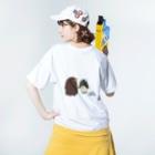 ぺけ丸のコウテイペンギンの赤ちゃん  Washed T-shirtsの着用イメージ(裏面)