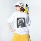 コヒツジズのネットショップのマトンの肖像(モノクロ) Washed T-shirtsの着用イメージ(裏面)
