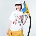 水草の金魚1 Washed T-shirtsの着用イメージ(表面)