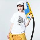 """""""すずめのおみせ"""" SUZURI店のすゞめむすび(整列mono) Washed T-shirtsの着用イメージ(表面)"""