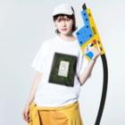 神奈川縫製工廠の苔壁の不穏グッズ Washed T-shirtsの着用イメージ(表面)