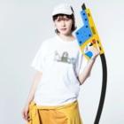 オグチヨーコのアマビエさんと祈りの組み体操 Washed T-shirtsの着用イメージ(表面)
