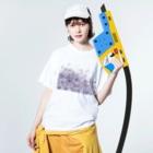maro's POKER FACE suzuri店のマーブルパープル Washed T-shirtsの着用イメージ(表面)