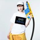 KBI48SHOPのKBI48ブラックタグバージョン Washed T-shirtsの着用イメージ(表面)