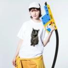 kinako-japanのサビ猫のキューちゃん 背景白 Washed T-shirtsの着用イメージ(表面)
