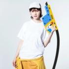 PygmyCat suzuri店の6ft開けるチベットスナギツネ(主線白ver) Washed T-shirtsの着用イメージ(表面)