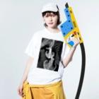 Prism coffee beanの【ラテアート】ブラックリーフ Washed T-shirtsの着用イメージ(表面)