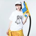 本とメイドの店 気絶のメイドちゃんモノクロアパレル(ワヲ゛ンケ) Washed T-shirtsの着用イメージ(表面)