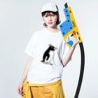 空とぶペンギン舎のマユダチペンギンA Washed T-shirtsの着用イメージ(表面)