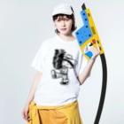 本秀康SUZURIオフィシャルショップ    のレコードを運ぶレコスケくん Washed T-shirtsの着用イメージ(表面)