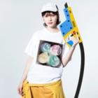 zakkaya 雑貨屋 孵 kaeruのにこにこスマイル。密です! Washed T-shirtsの着用イメージ(表面)