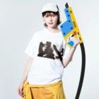 書道家石井誠グッズ 期間限定販売の限定 「生は生たりえるか」を纏う -2 Washed T-shirtsの着用イメージ(表面)