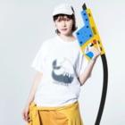 ちょぼろうSHOPのウミネコ(線あり) Washed T-shirtsの着用イメージ(表面)
