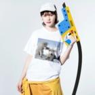 Teatime ティータイムの白い犬 dog park Washed T-shirtsの着用イメージ(表面)