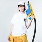 スズキ広務店の新型コロナ対策 3密グッズ BタイプS Washed T-shirtsの着用イメージ(表面)