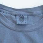 紫咲うにのおよげそうにないまんぼう(黒線) Washed T-shirtsIt features a texture like old clothes