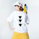 【三角形の穴】の▼5-P【逆三角形の穴】 Washed T-shirtsの着用イメージ(裏面)