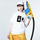 ゴータ・ワイの 白黒パグちゃん A Washed T-shirtsの着用イメージ(表面)