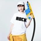 AliviostaのRock ロック シンプルBIGロゴ ストリートファッション Washed T-shirtsの着用イメージ(表面)