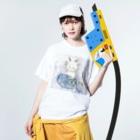 フクモトエミのやぎ座のネコ Washed T-shirtsの着用イメージ(表面)