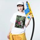 Mika Nomuraの綺麗な花 Washed T-shirtsの着用イメージ(表面)