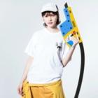 たつおと海子 公式ショップのサーフボードと夏の海 Washed T-shirtsの着用イメージ(表面)