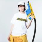 ドングリFMのお店のドングリFM 公式Tシャツ(レトロ 青×黄) Washed T-shirtsの着用イメージ(表面)