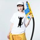 小泉さよの黒猫ばんにゃーいTシャツ Washed T-shirtsの着用イメージ(表面)