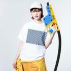 Planet Evansの紺と白の四つ葉柄 Washed T-shirtsの着用イメージ(表面)