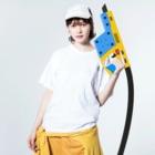 tsubasamoonの黒猫ムーン NEW Washed T-shirtsの着用イメージ(表面)