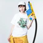 kitaooji shop SUZURI店のアカボシゴマダラとエノキ Washed T-shirtsの着用イメージ(表面)