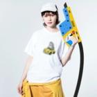 サメ ! さめ ! 鮫 ! (わりとおもい)の運転を覚えたサメ2021-2 Washed T-Shirtの着用イメージ(表面)