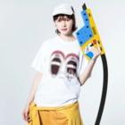 *suzuriDeMONYAAT*のCT165 スズメがちゅん*うわばきちゅんA*イラストサイズ大きいver. Washed T-Shirtの着用イメージ(表面)