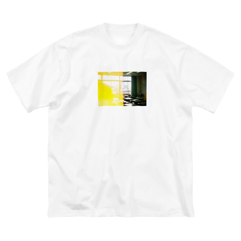wa_d3300_の卒業式当日の教室 Big silhouette T-shirts