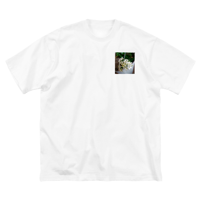 seide.blume~D*R~の白の中、微かに咲くイエロー Big silhouette T-shirts